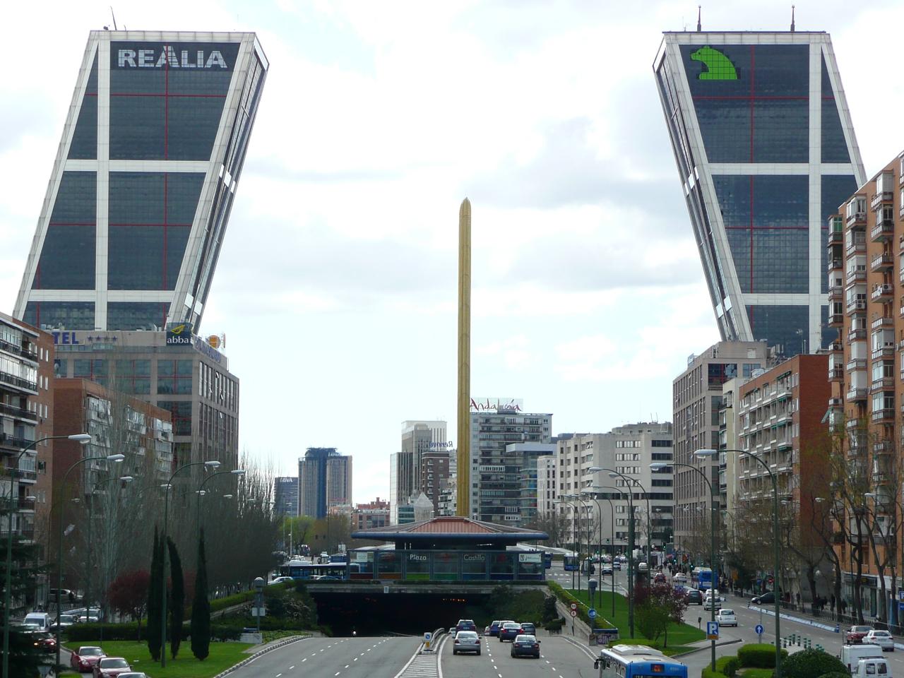 Plaza de Castilla, Madrid, by Metro Centric vía Flickr