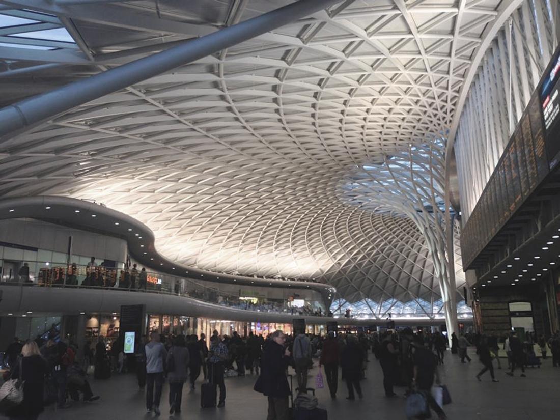 Entre públicas y privadas: las plazas casi-públicas y el futuro del ...