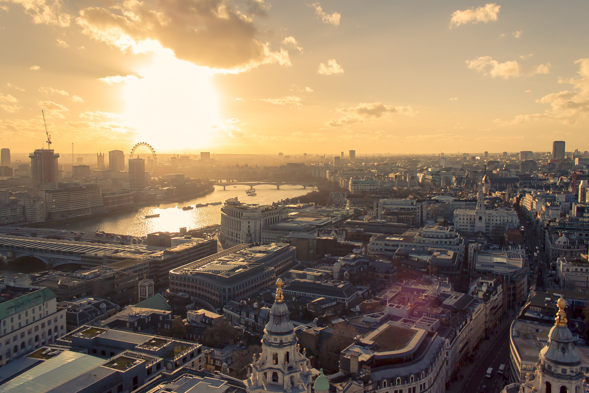 View of London from the dome of Saint Paul's Cathedral by gacabo vía Flickr