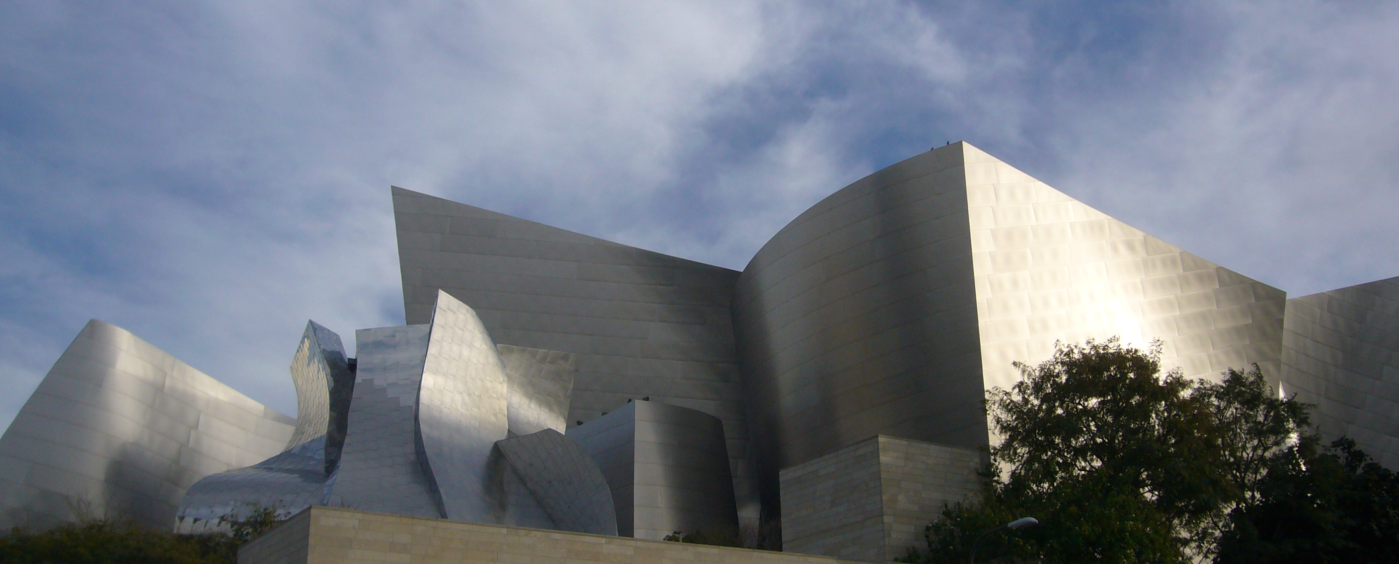 Walt Disney Concert Hall by Kent Wang in Flickr